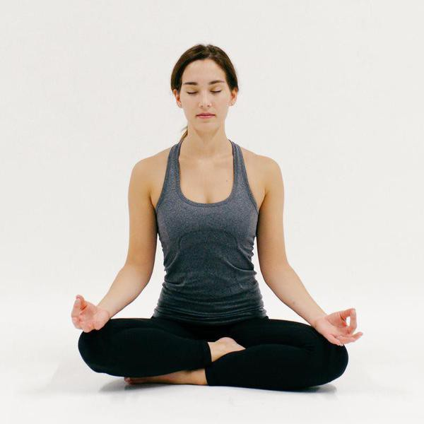 10 Minutes of Yoga to Do in Your Hotel Room