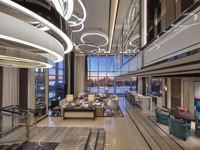 In this villa, extraordinary design meets extraordinary views.