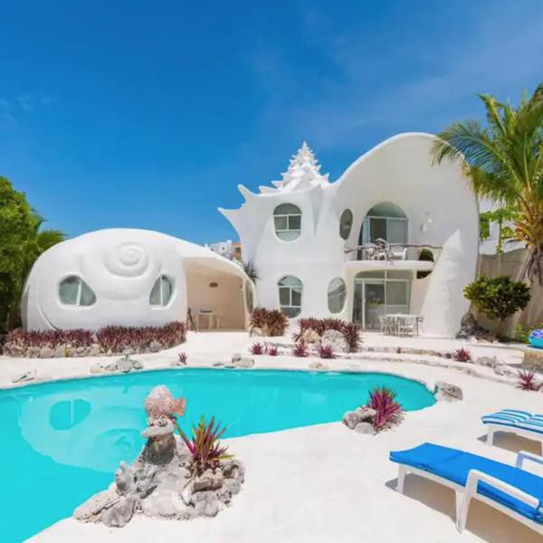 25 Best Airbnbs With Pools